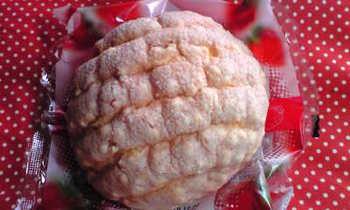 大きなイチゴチョコチップメロンパン2.jpg